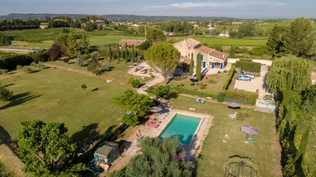 Charming and authentic farmhouse, 8 bedrooms, swimming pool, near Mont Ventoux