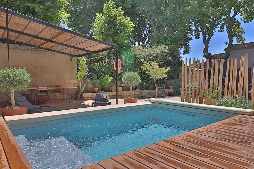 Charming village HOUSE a few meters walk from the center of MAUSSANE-LES-ALPILLES.