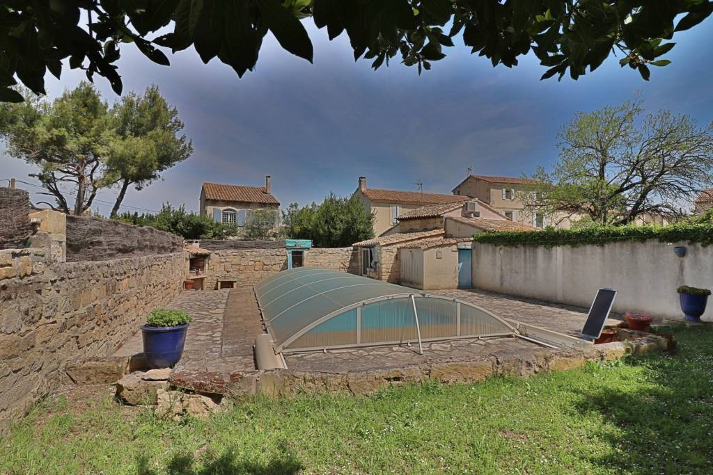 Authentic village HOUSE in center of Fontvieille