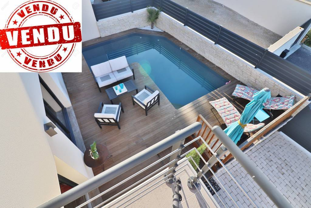- SOLD - 5 minutes from the city center, 3 bedrooms house with swimming pool.