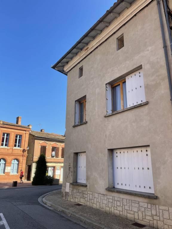 Lévignac Immeuble comprenant 2 appartements T3, 1 appartement T2 ainsi qu'1 studio