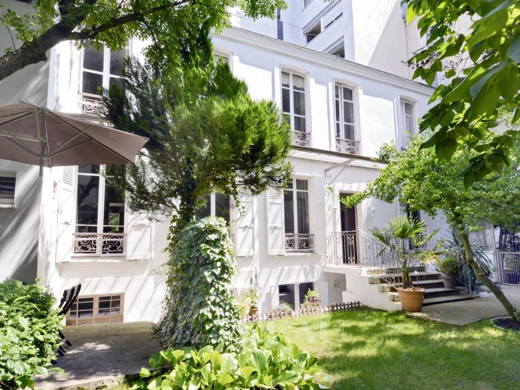 Paris 14th District – A 4-bed property with a garden