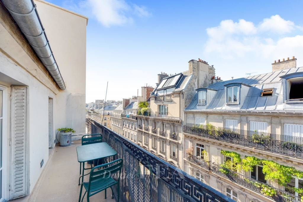 Paris 9th District – An entirely renovated apartment with a terrace