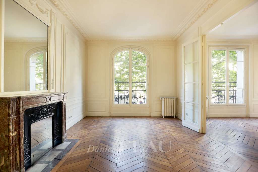 Paris 15th District – An elegant 2-bed apartment