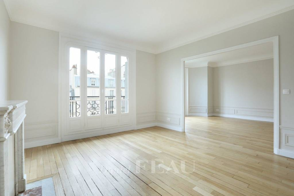 Paris 7th District – A superb over 90 sqm 2-bed apartment