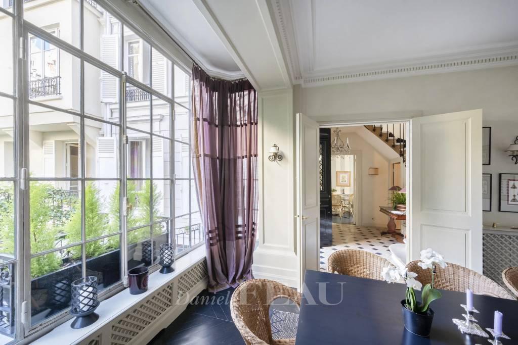 Paris 16th District – A superb 5-bed property