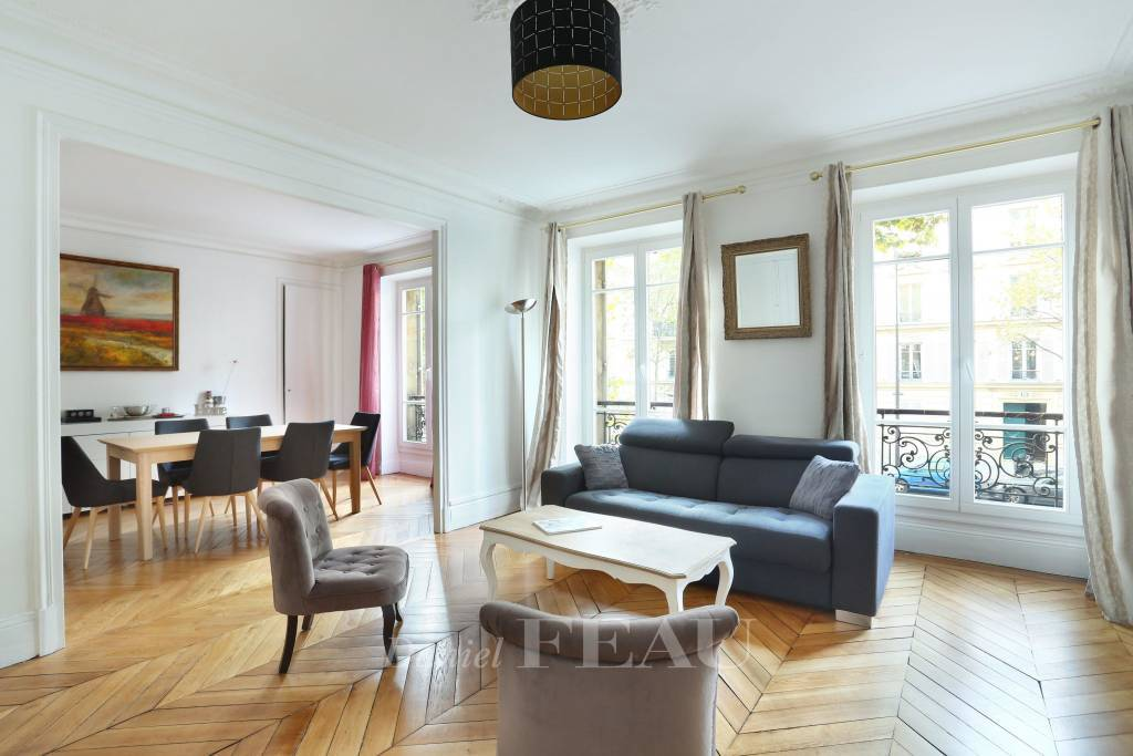Paris 16th District – A near 100 sqm two-bed apartment