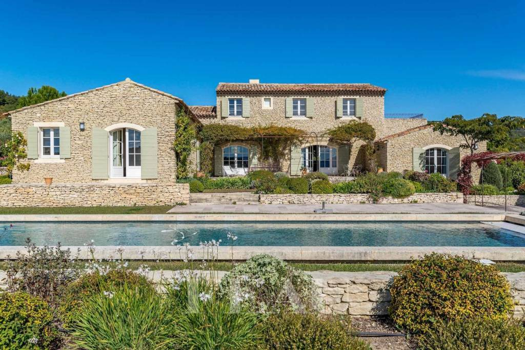 Gordes – A beautiful stone-built property