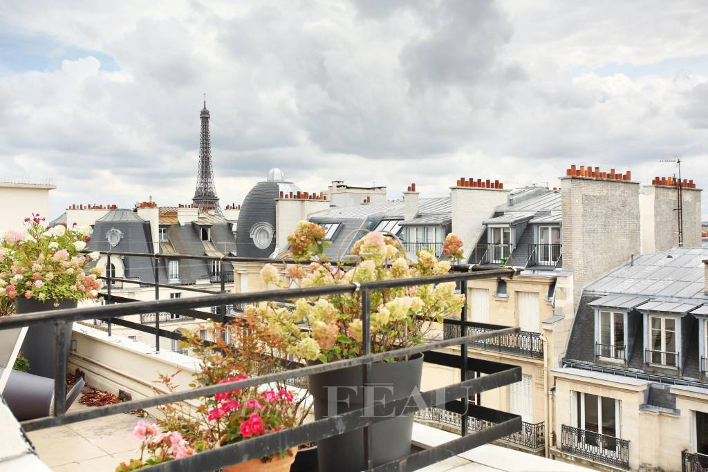 Paris 16th District – A two-bed apartment with a balcony