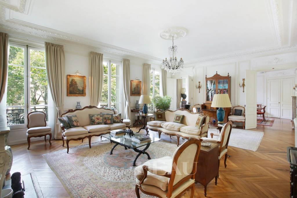 Paris 16th District – A tastefully renovated 3-bed apartment