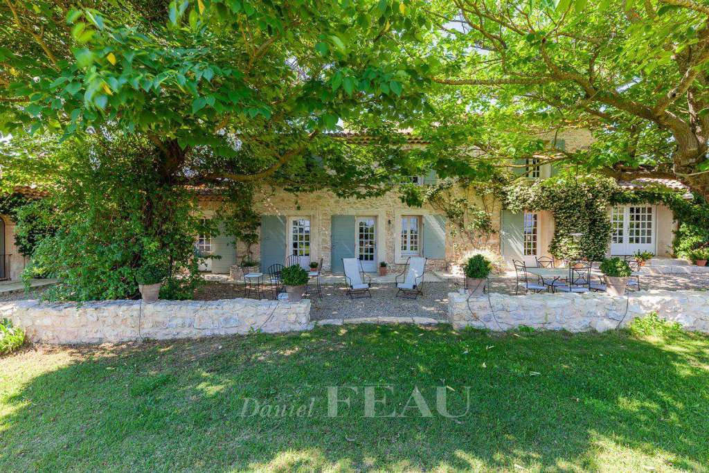 Aix en Provence – A renovated stone-built period property.