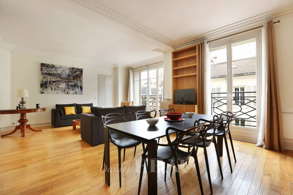 Paris 17th District – A two-bed apartment near leafy Parc Monceau - Rue de Courcelles