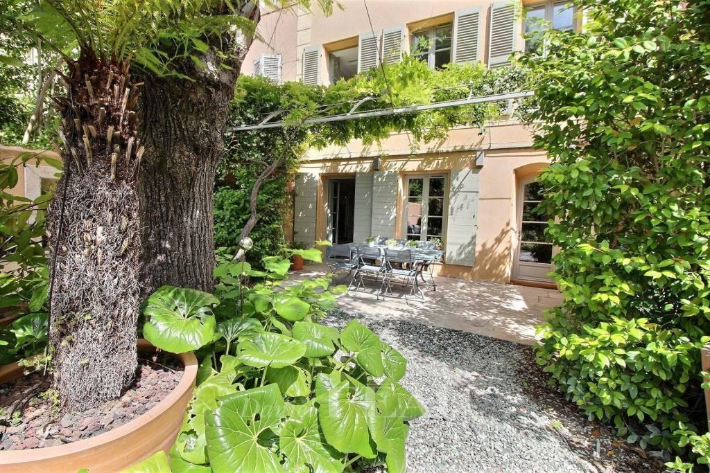 Aix en Provence – A period property with a garden