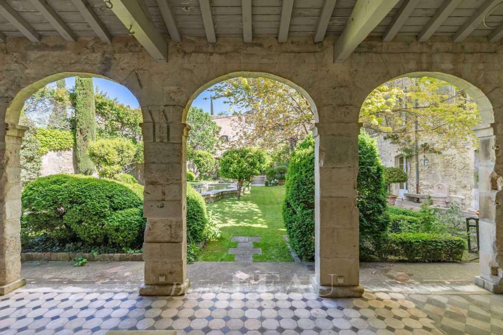 Villeneuve-lès-Avignon – A superb private mansion