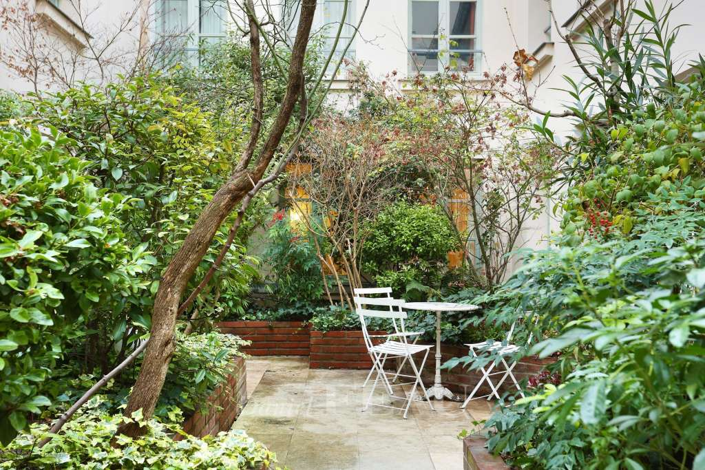 Paris 5th District – A furnished 69 sqm apartment in a leafy cocoon