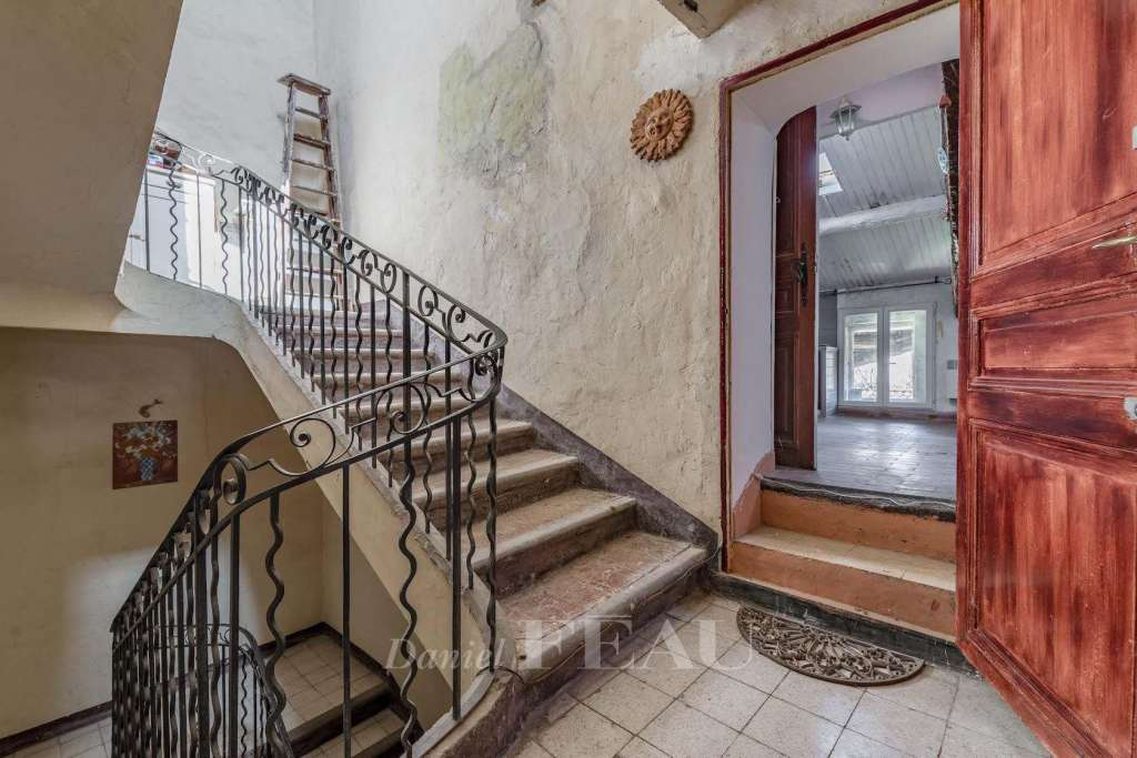 Lourmarin – A 17th century building to renovate