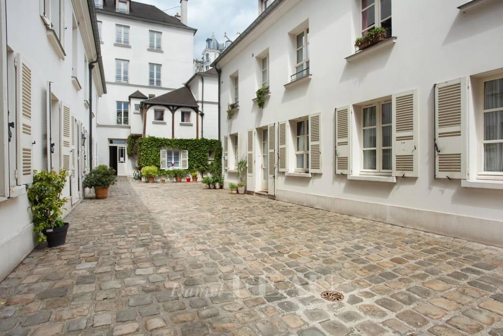 Paris 5th District – A perfect pied a terre
