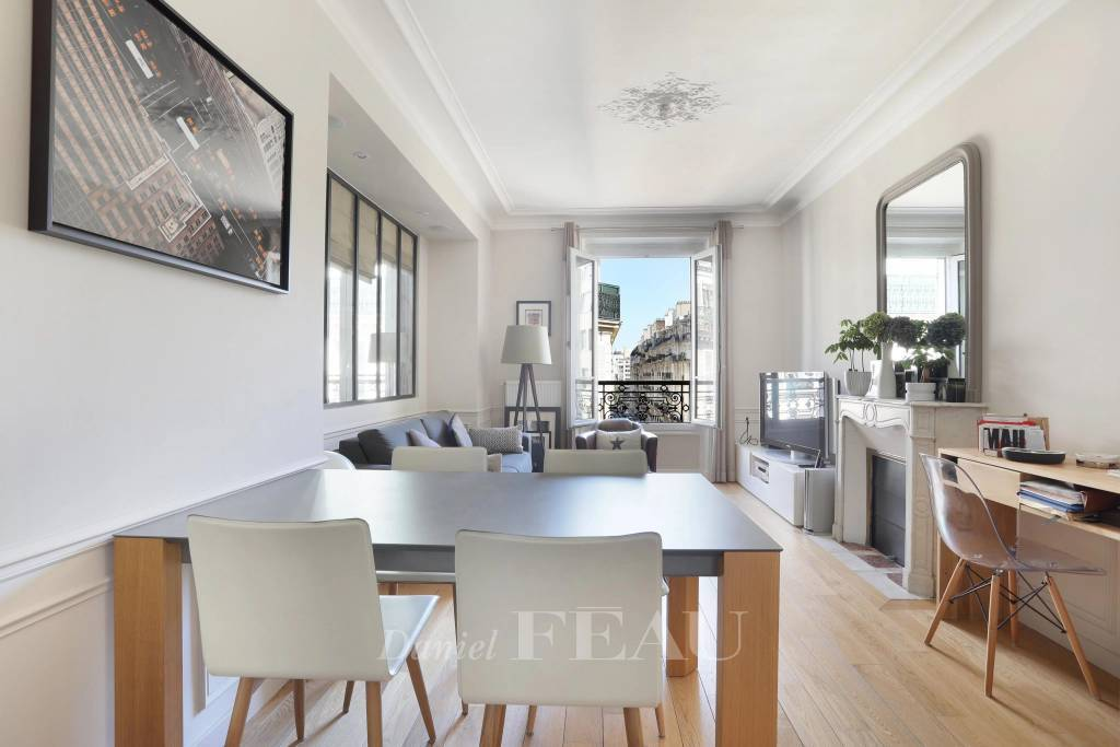 Paris 17th District – A bright two-bed apartment
