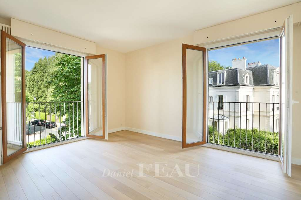 Saint-Cloud. A bright duplex apartment rented unfurnished.
