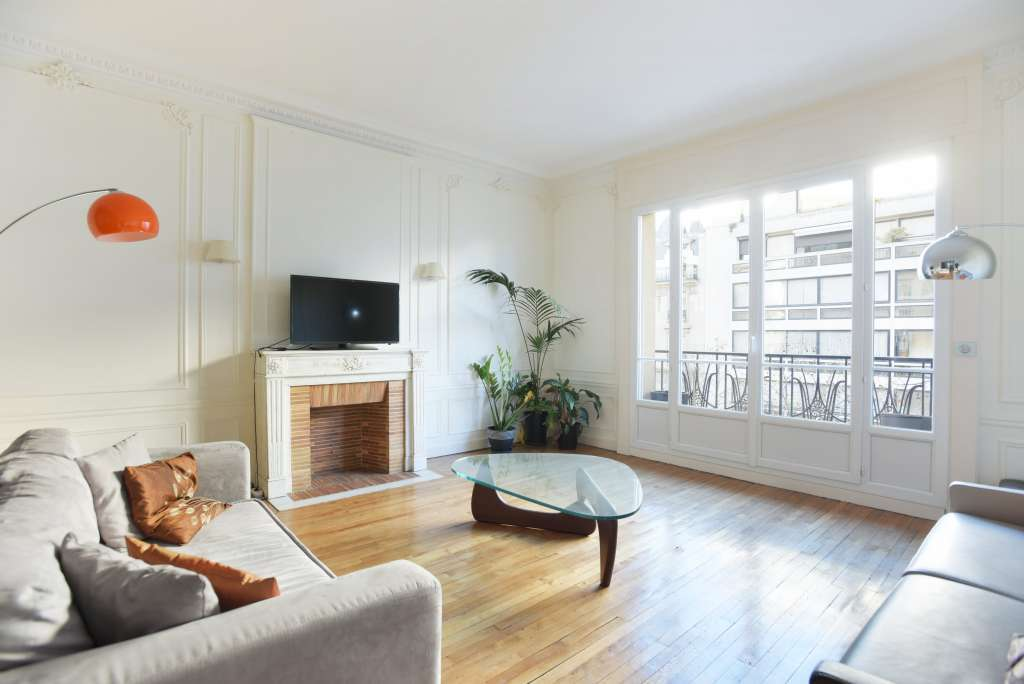 Paris 7th District – A 3-bed apartment in a prime location