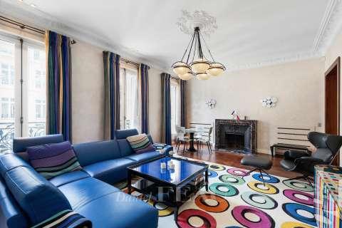 Living-room, wooden floor, mouldings, fireplace