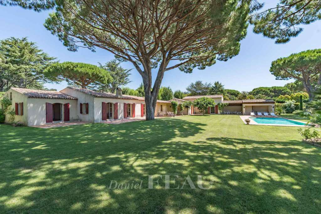 Saint Tropez. A magnificent 260 sqm property in beautiful grounds