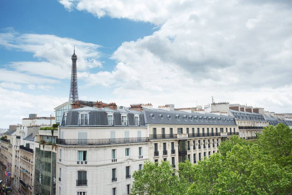 Paris 16th District – An elegant 4-bed apartment with a balcony