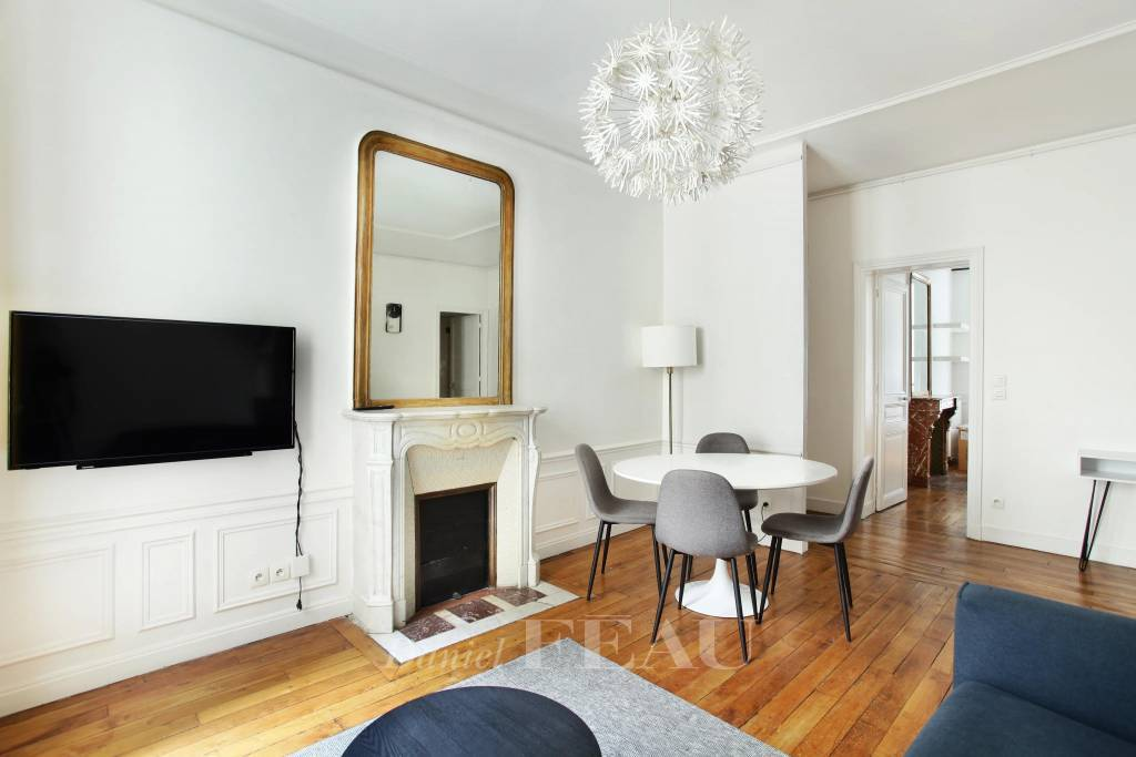 Paris 7th District – A renovated one-bed apartment