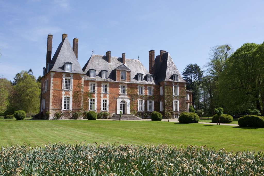 Normandy, 100 km from Paris - A superb Louis XIII chateau