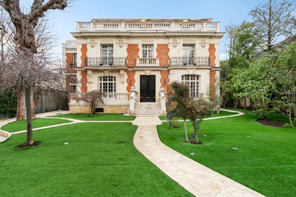Neuilly-sur-Seine  -  An exceptional period property