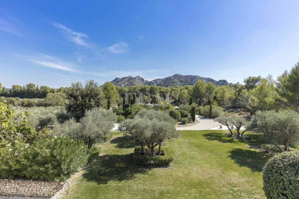 Alpilles – A tastefully renovated 19th century hunting lodge