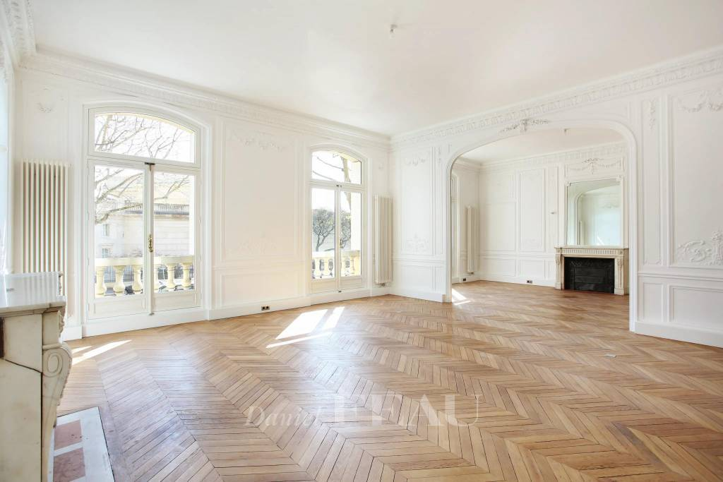 Paris 16th District – An elegant 4-bed apartment