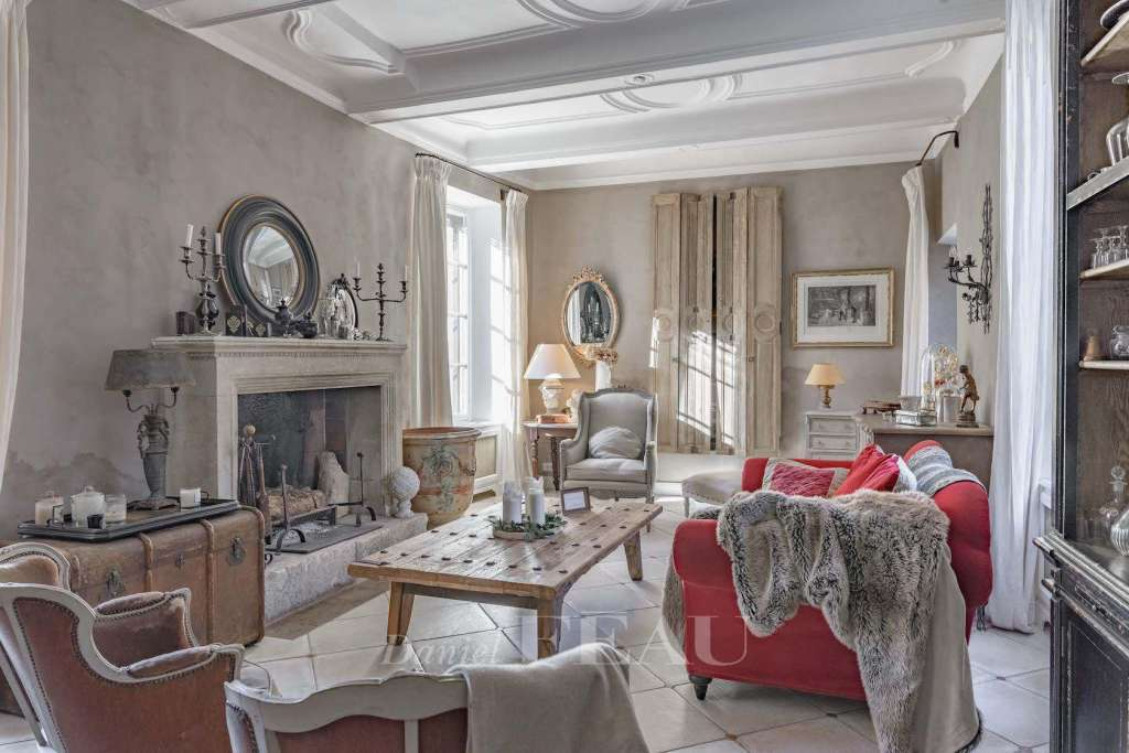 Lourmarin – A private mansion with a terrace