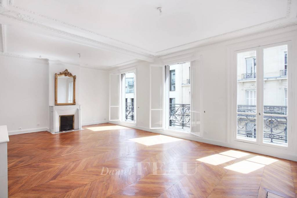 Paris 16th District- A 4-room apartment in a prime location