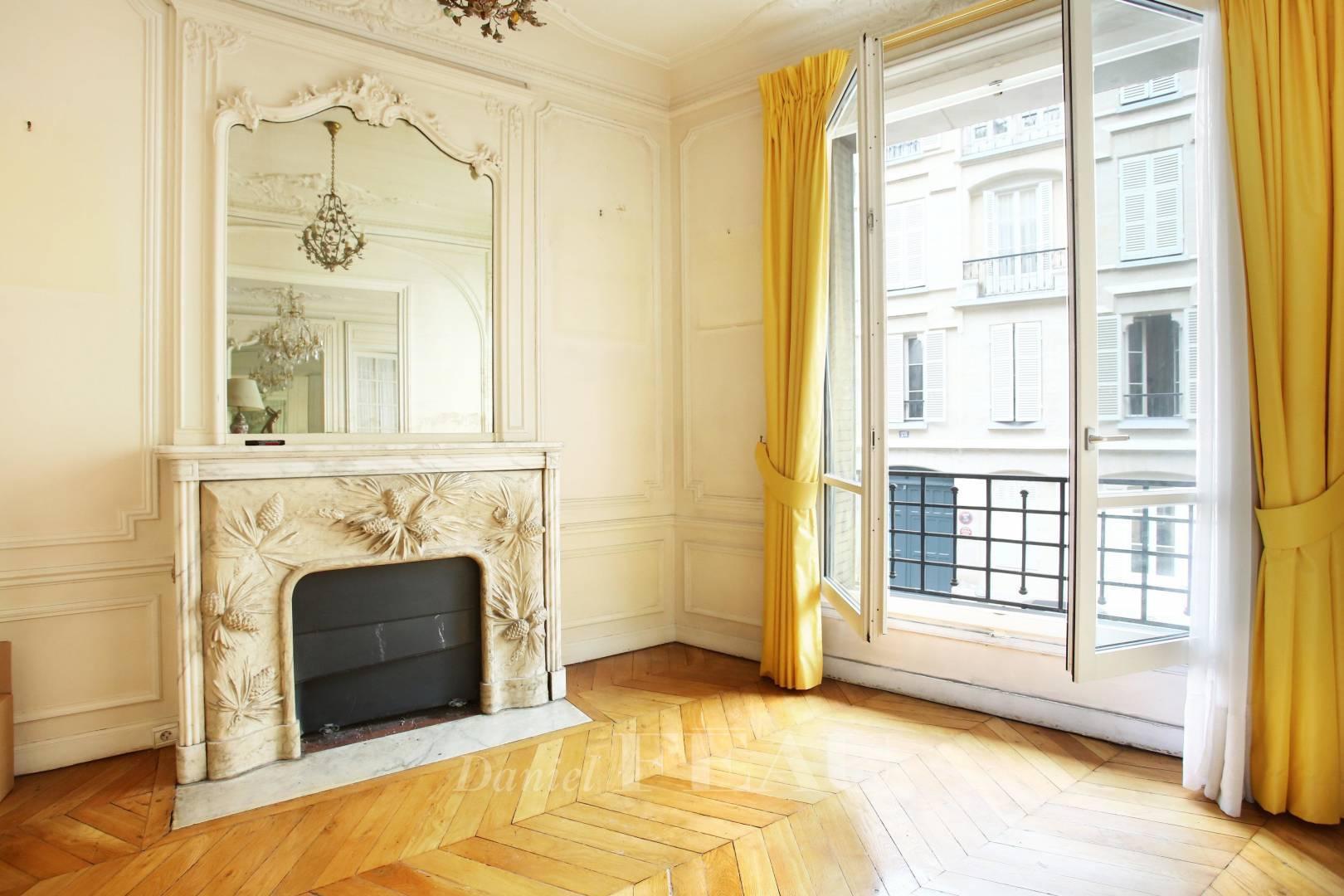 Living-room Fireplace Wooden floor