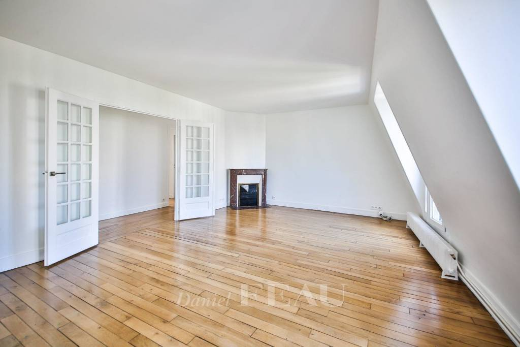 Boulogne- A renovated 2-room apartment rented unfurnished