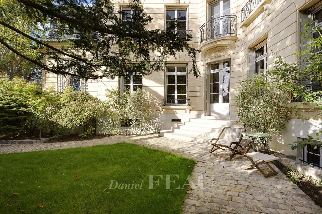 Neuilly-sur-Seine - An exceptional private mansion