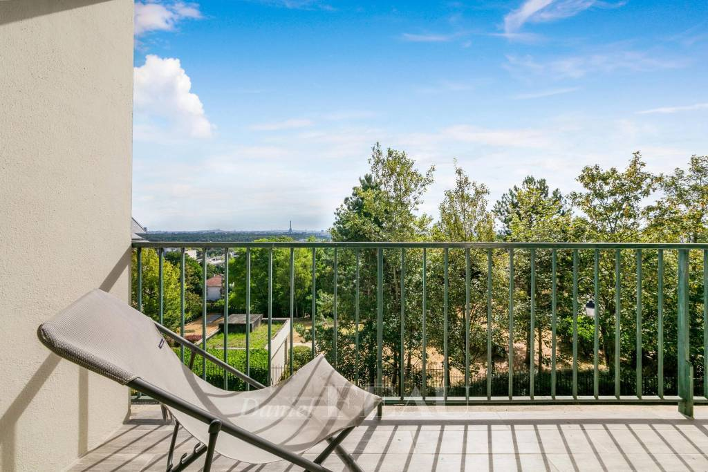 Saint-Cloud  -  A 3-bed apartment with a balcony