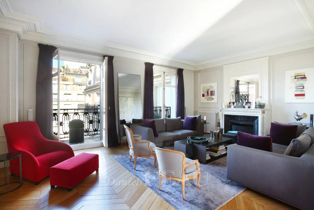 Neuilly-sur- Seine  -  A 4/5-bed apartment with balconies
