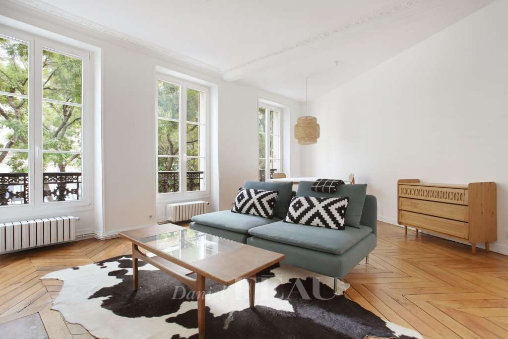 Paris 9th District – A bright furnished two-room apartment