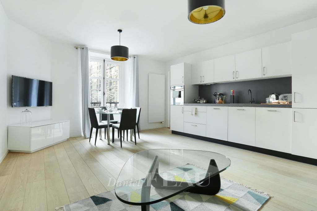 Paris 1st District – A furnished one-bed apartment.