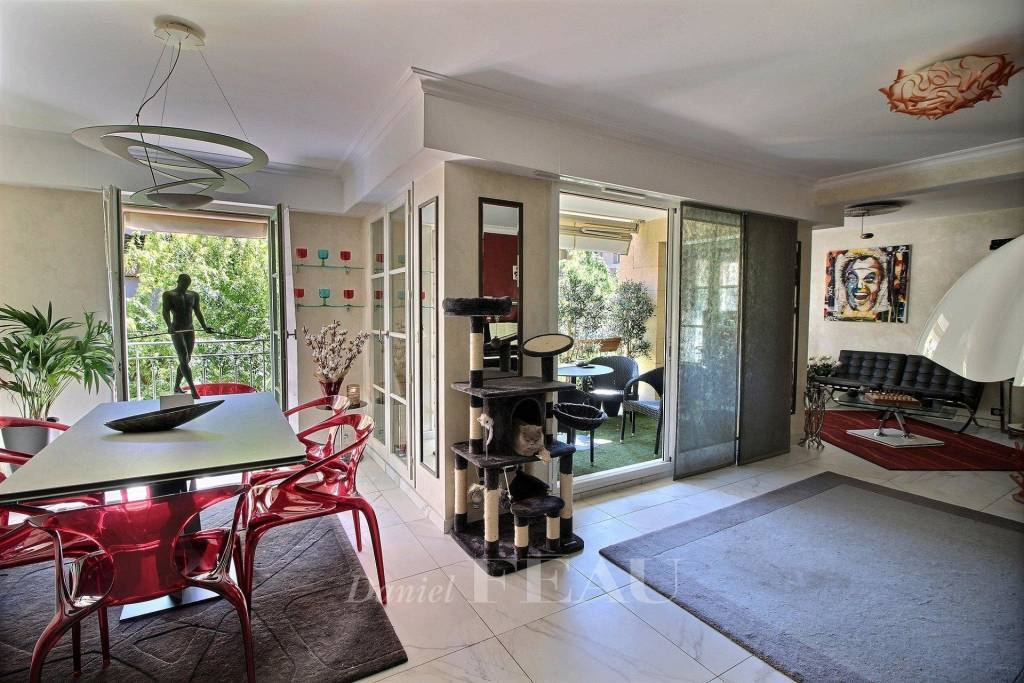 Cours Mirabeau – An apartment with a terrace