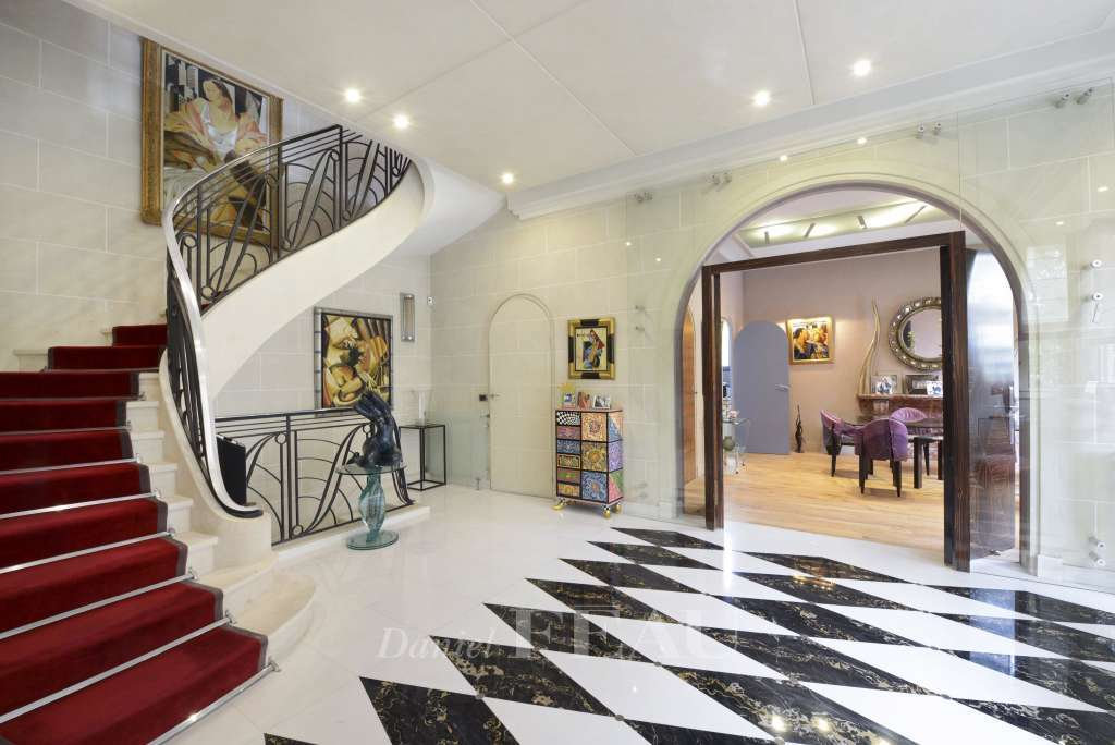 Neuilly-sur-Seine – A stunning mid-1920's private mansion.