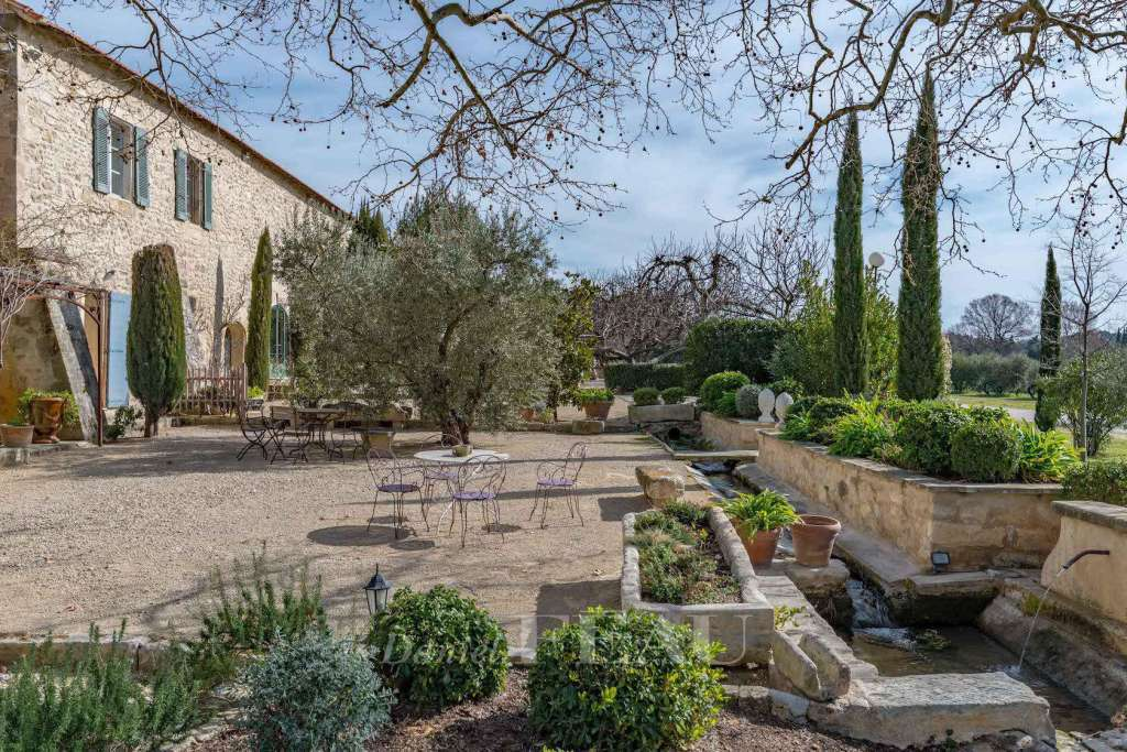 Alpilles – An authentic property with an olive grove