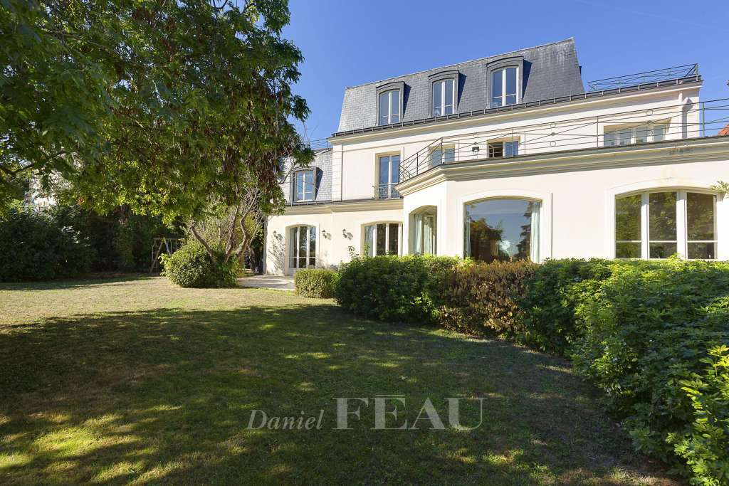 Saint-Cloud. An exceptional private mansion