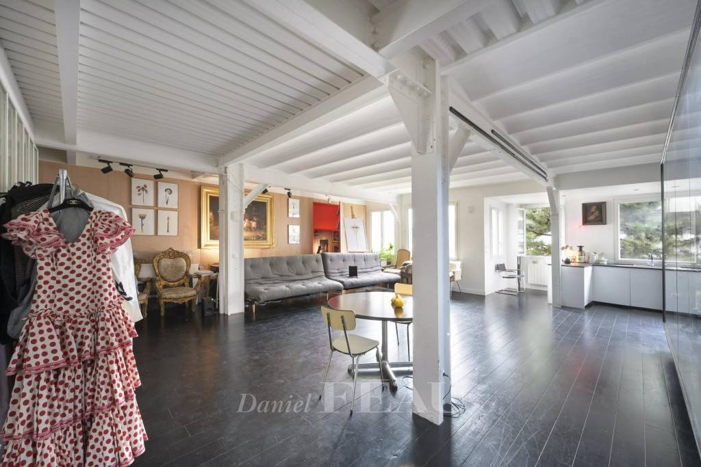 Paris 11th District – A bright and peaceful pied a terre
