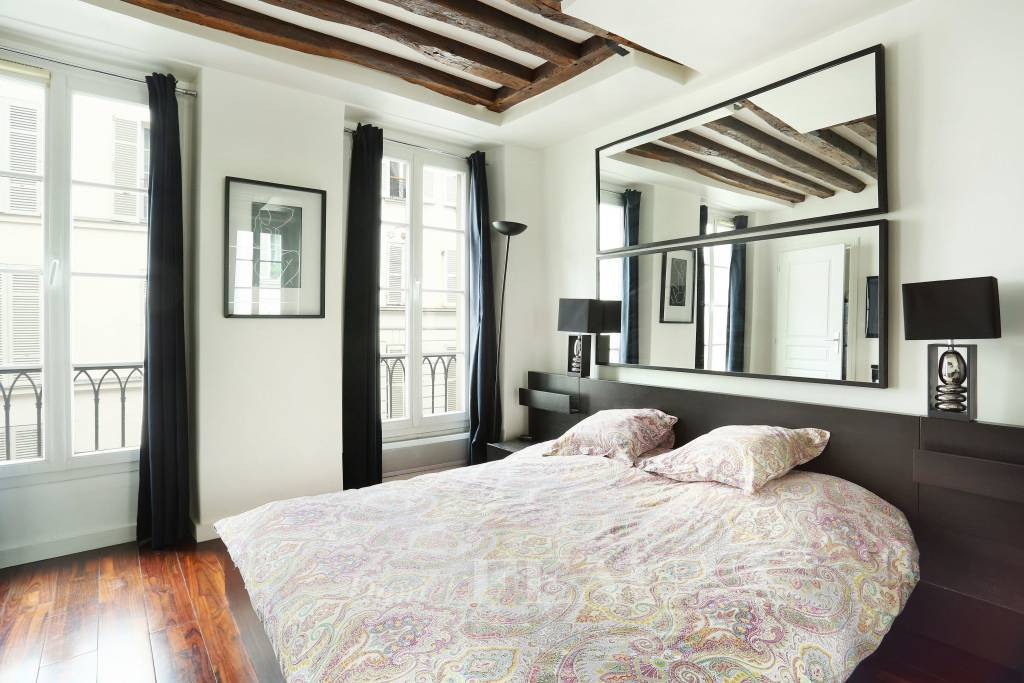 Paris 7th District – A furnished one-bed apartment