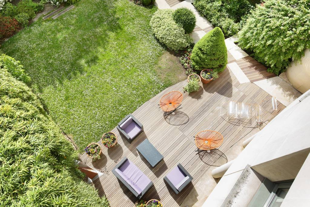 Paris 16th District – An exceptional private mansion with a garden