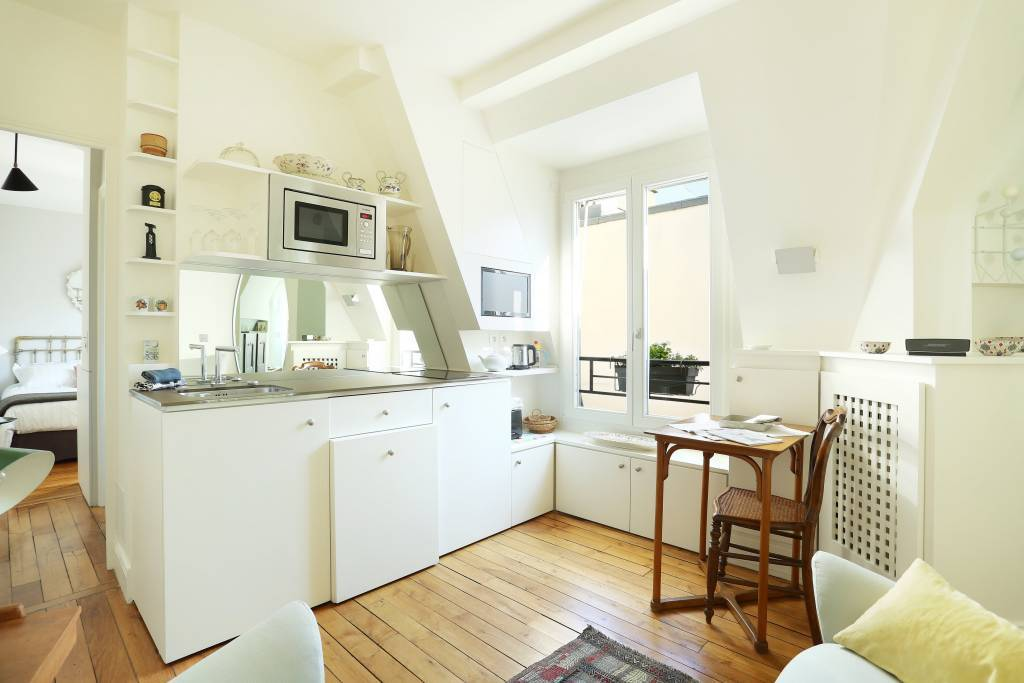 Paris 1st District – A bright and peaceful one-bed apartment.