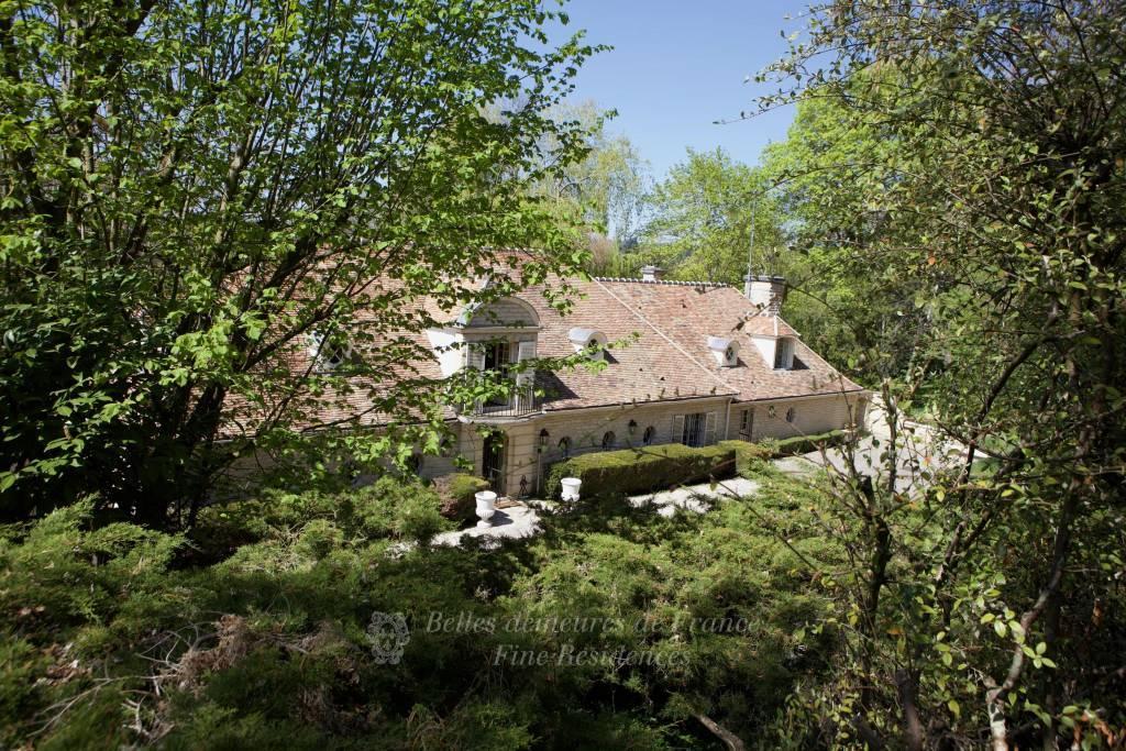 Sur le golf de Saint-Nom-La-Bretèche - Remarquable villa d'architecte de 860 m² et son parc arboré d'un hectare